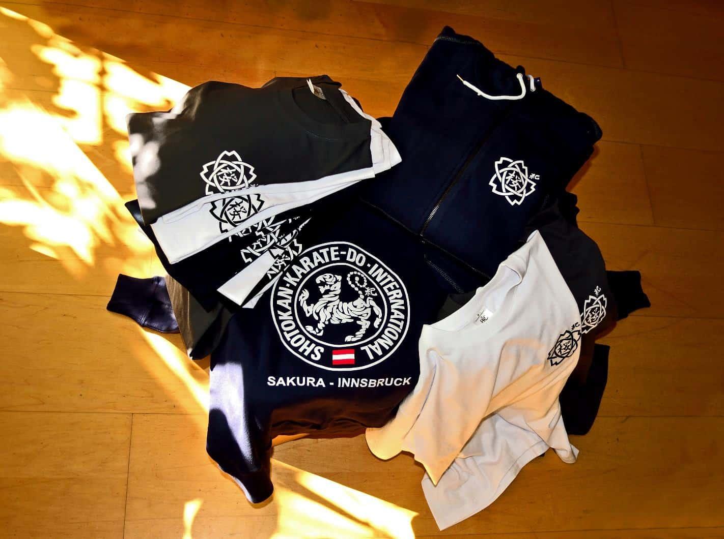 Vereinsjacken und T-Shirts